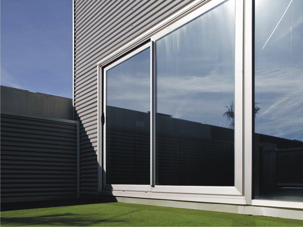 Des fenêtres pas cher avec versatil systeme Cortizo 4200
